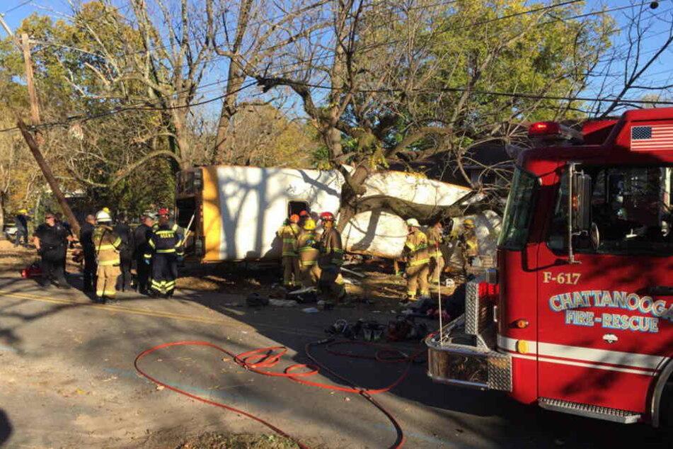 Bei einem schweren Unfall mit einem Schulbus sind am Montag im US-Bundesstaat Tennessee mindestens sechs Kinder ums Leben gekommen.