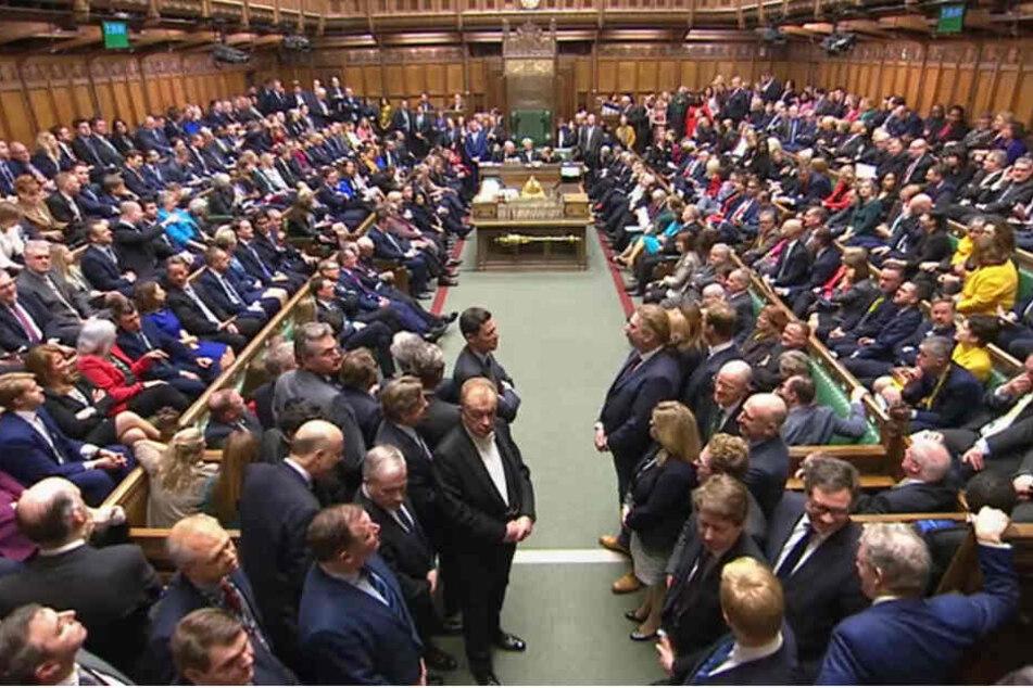 Abgeordnete des britischen Unterhauses haben dem mit Brüssel ausgehandelten Brexit-Deal mehrheitlich zugestimmt.