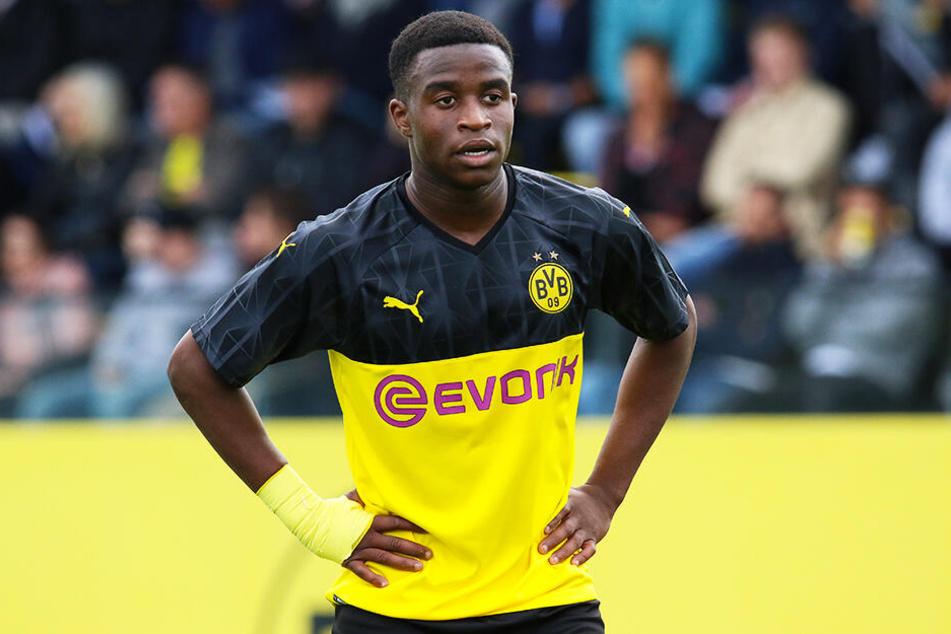 BVB-Wunderkind Youssoufa Moukoko spielt so gut, dass er das Interesse von Bundestrainer Joachim Löw auf sich gezogen hat.