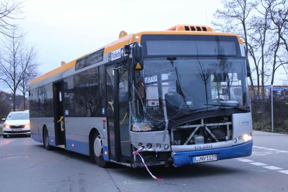 Der Linienbus wurde stark beschädigt.