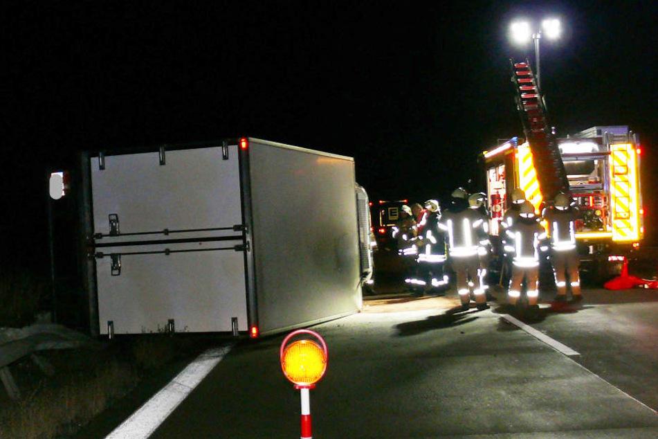 Dieser umgekippte Lastwagen war für eine mehrstündige Vollsperrung der A14 in Richtung Magdeburg verantwortlich.