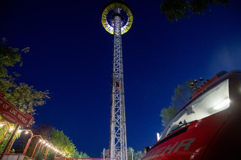 Die Plattform eines Aussichtsturm eines fränkischen Freizeitparks steckte in 60 Metern Höhe fest.