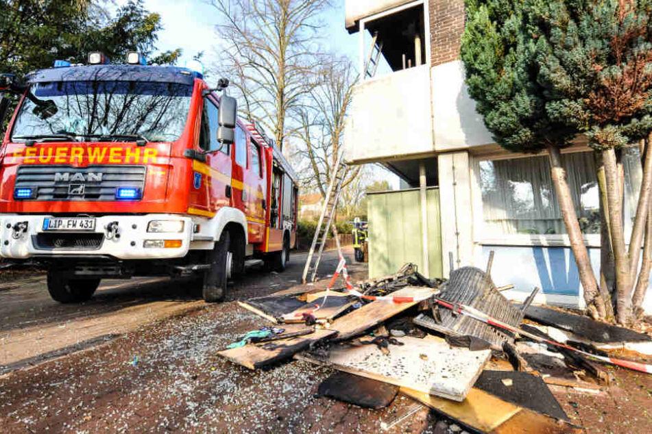 Die Feuerwehr rettete die schwer verletzte Frau mit einer Leiter.