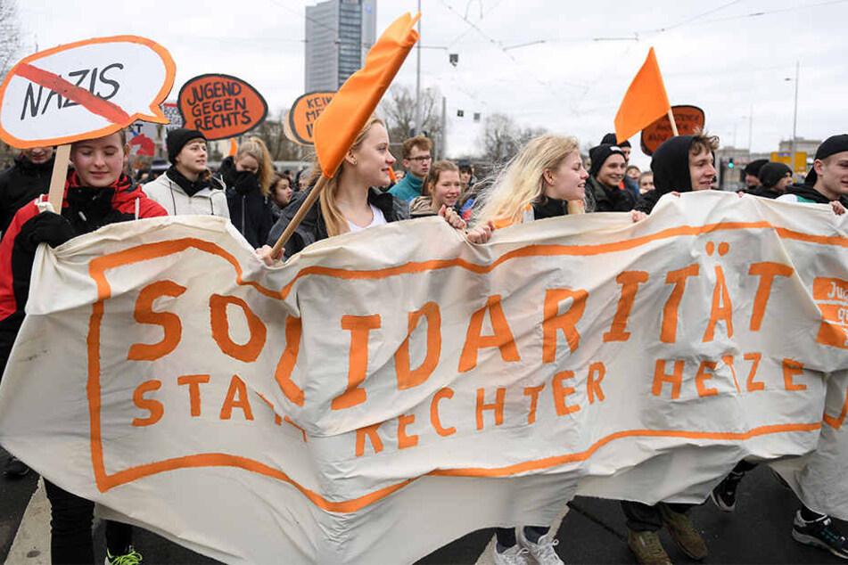 """Zuletzt rief """"Leipzig nimmt Platz"""" im März zum Protest gegen eine Demo der Partei """"Die Rechte"""" auf. Teil nahmen auch Aktivisten von """"Jugend gegen Rechts."""