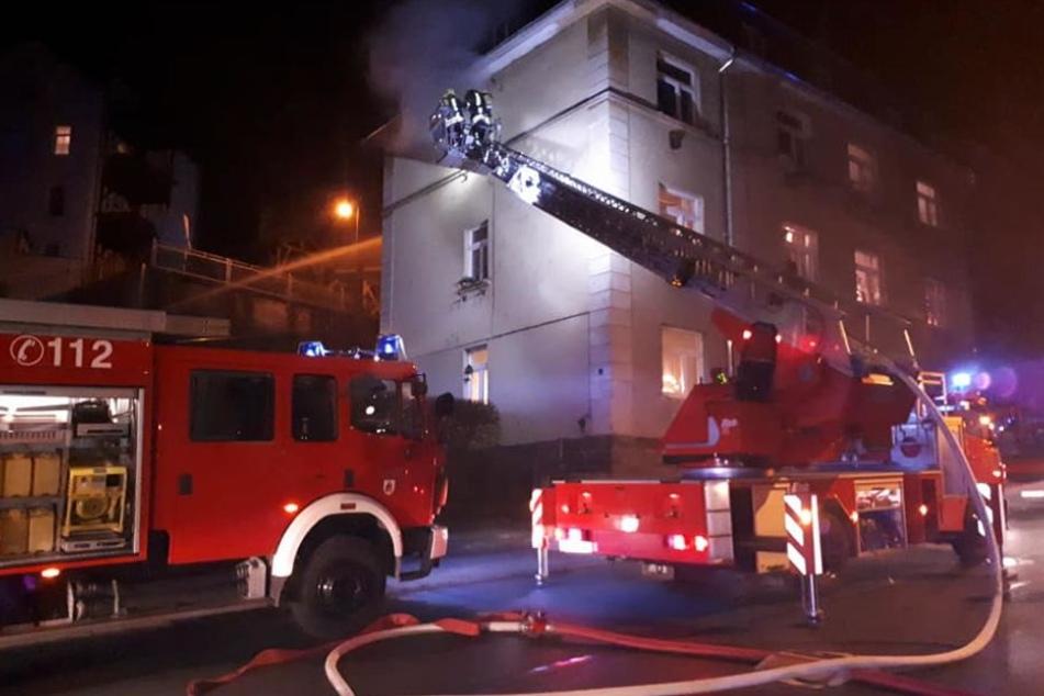 Bei dem Einsatz mit über 20 Kameraden der Feuerwehren wurde letztlich kein Hausbewohner verletzt.