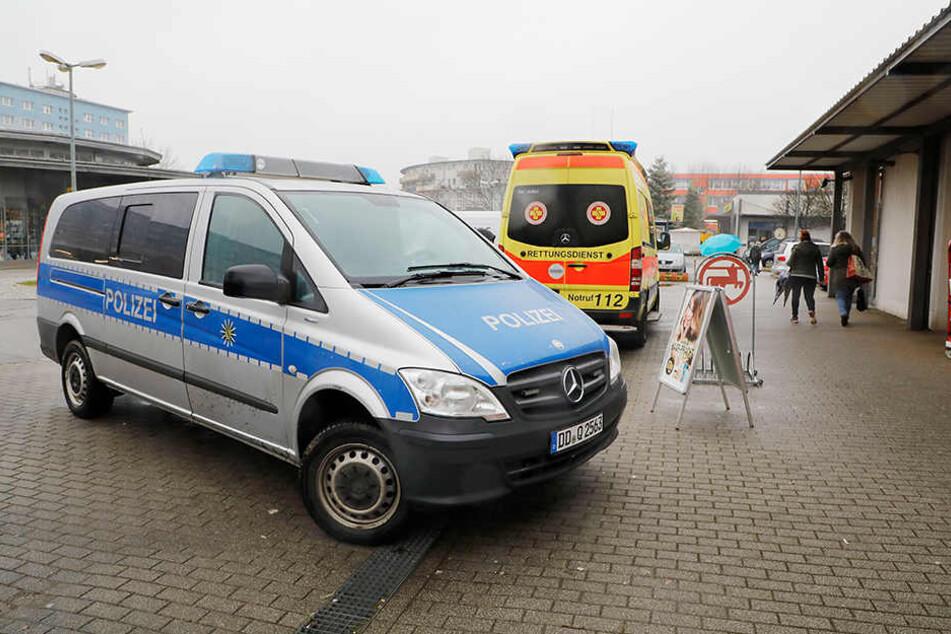 Bei dem Überfall wurde eine Mitarbeiterin verletzt, sie kam ins Krankenhaus.
