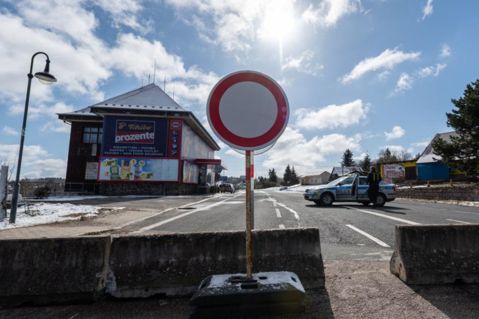 An den Grenzübergängen in Sachsen zur tschechischen Grenze wird kontrolliert. Doch einige nutzen Schlupflöcher.