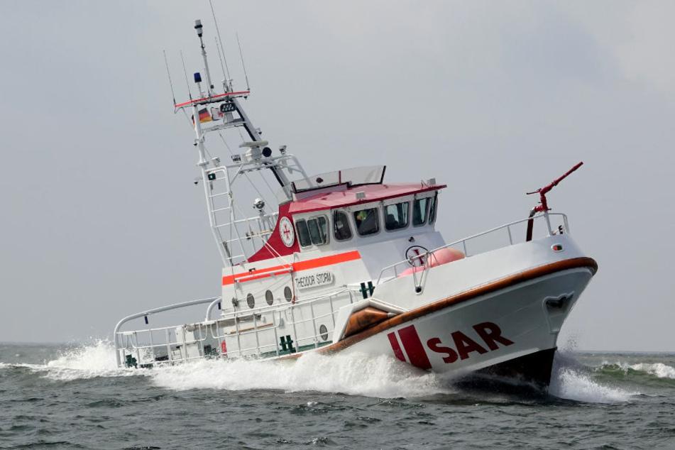 """Mit drei Seenotrettungskreuzern - darunter auch die """"Theodor Storm"""" - war die DGzRS im Einsatz."""
