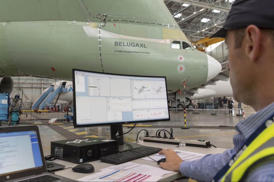 Die Wissenschaftler bei der Arbeit am Beluga XL.