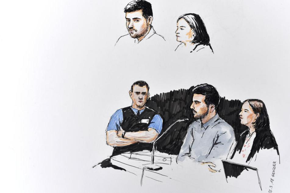Eine Gerichtszeichnung zeigt den Angeklagten (Mitte) mit seiner Pflichtverteidigerin.