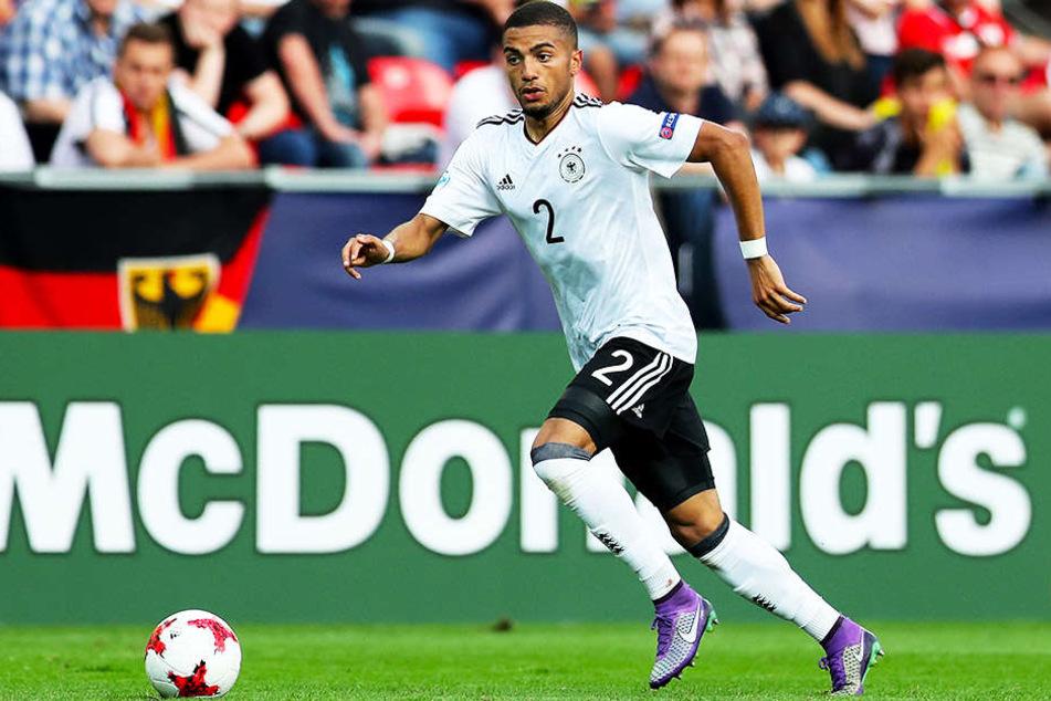 Jeremy Toljan, hier im Dress der deutschen U21-Nationalmannschaft, könnte den VfB Stuttgart zur kommenden Saison verstärken.