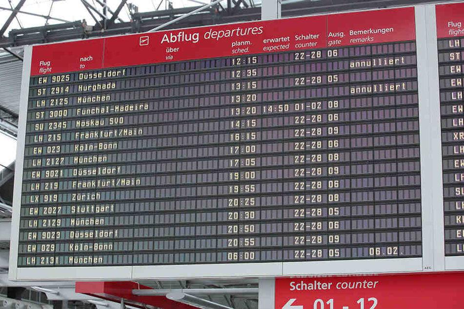 """""""Annulliert"""": Die Germania-Flieger nach Hurghada und Funchal-Madeira blieben gestern und auch künftig am Boden."""