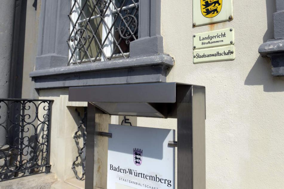 Ellwangen: Eine Tafel weist auf das Landgericht hin.