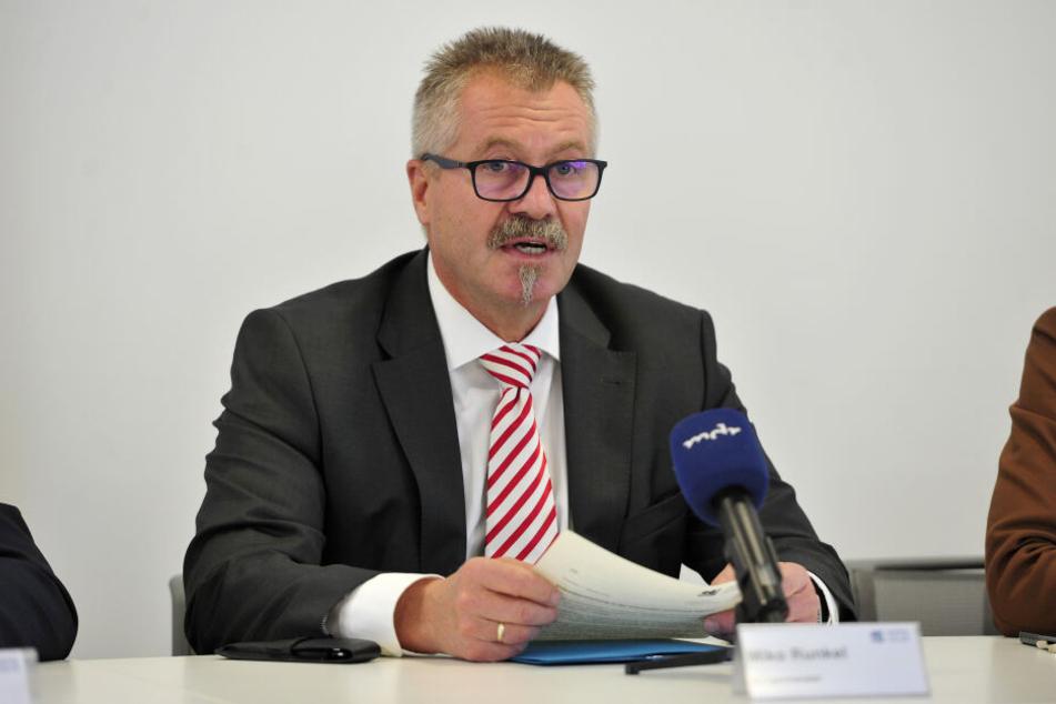 """Ordnungsbürgermeister Miko Runkel (56, parteilos) gibt die Verantwortung an die """"Freifunker"""" ab."""