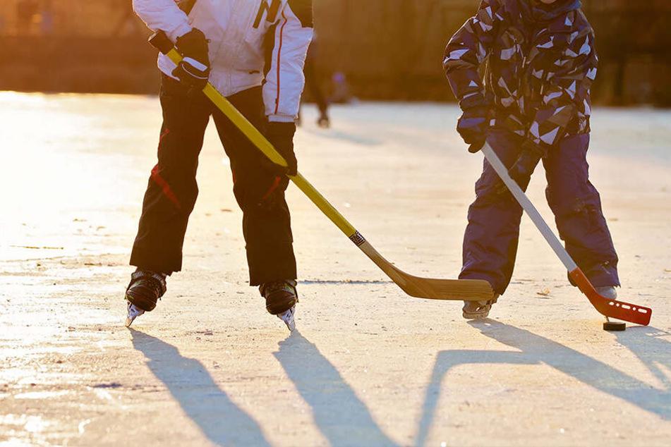 Drama auf See: Schüler sterben beim Eishockey-Spielen