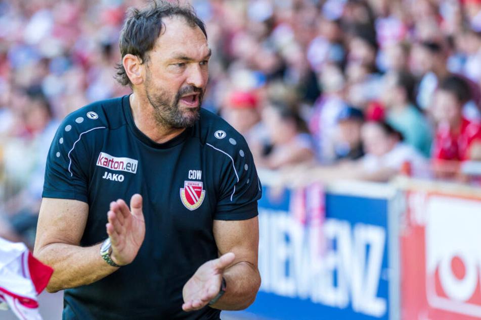 Keine Zeit für Feierei: Claus-Dieter Wollitz setzt schon den Fokus auf das Karlsruhe-Spiel.