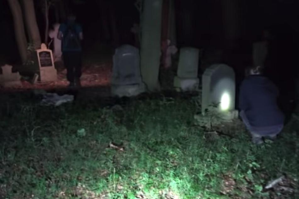 Die vergessenen Gräber auf dem verlassenen Friedhof.