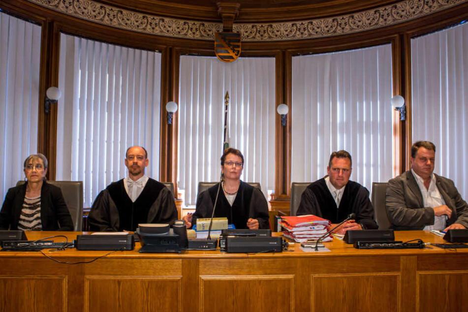 Die neu formierte 6. Strafkammer muss die Wahrheit herausfinden und auch einen Richterkollegen als Zeugen vernehmen.