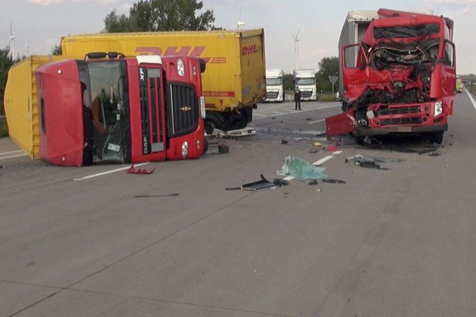 Der 45-Jährige ist mit seinem Lkw ungebremst auf den DHL-Lkw am Stauende gekracht und hat diesen umgeworfen.