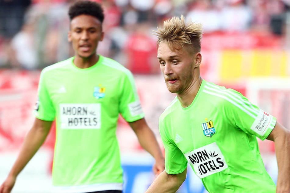 Björn Jopek hat sich in der  Länderspielpause in Schwung gebracht. Er könnte gegen Mainz II. Jamil Dem (h.)  im zentralen Mittelfeld ersetzen. Dem wird in der Abwehrzentrale gebraucht.