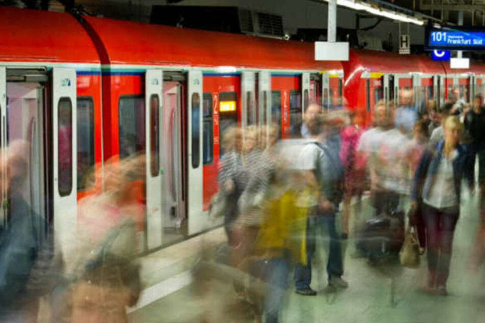 Zunächst fuhren die Linien U4 und U8 an Wochenenden auch in der Nacht. Nun wird das Angebot wohl erweitert.