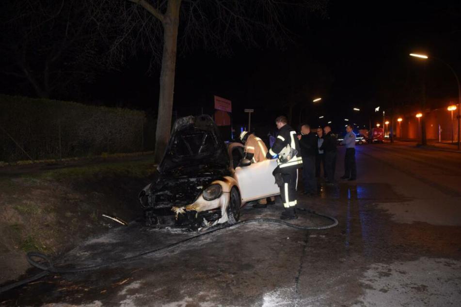 In Berlin-Charlottenburg ist in der Nacht zu Freitag ein VW ausgebrannt.