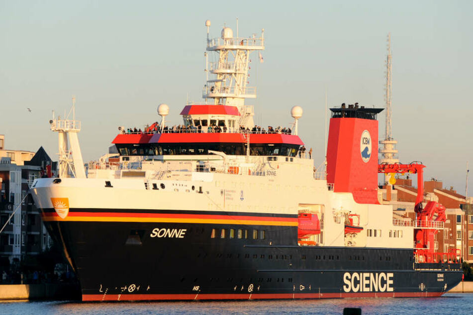 """Mit dem Forschungsschiff """"Sonne"""" sind knapp Wissenschaftler am Donnerstag in See gestochen."""