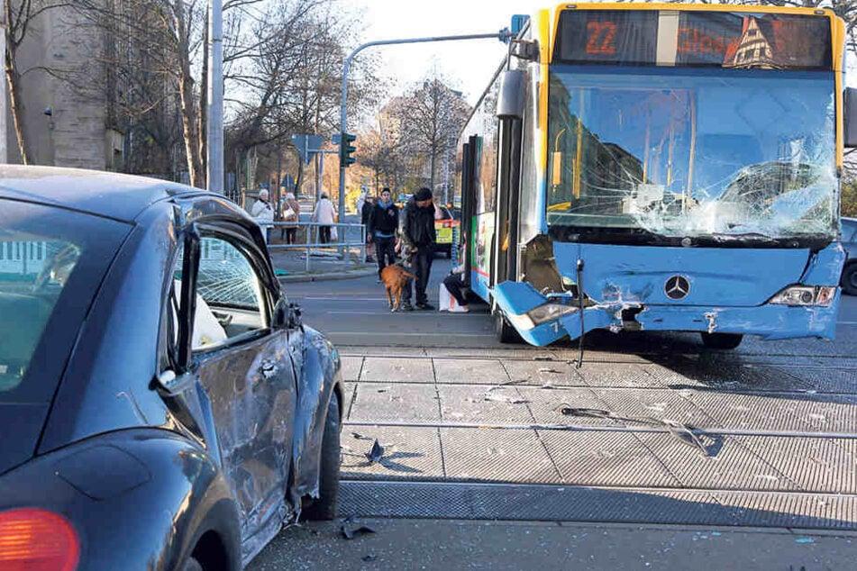 Bus gegen Pkw: Unfälle wie dieser an der Ecke Annaberger Straße und Rößlerstraße sind leider keine Seltenheit.