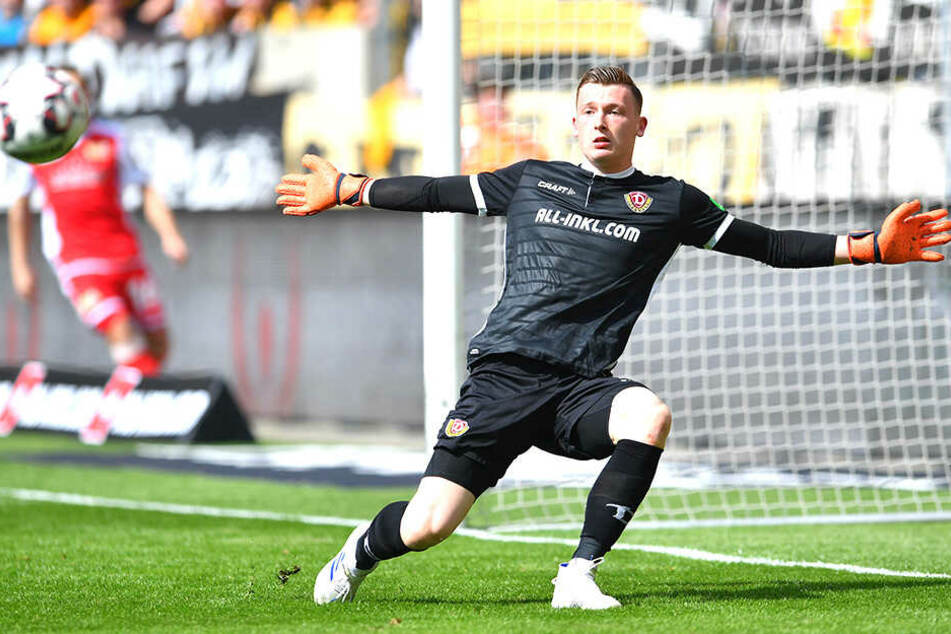 Einen Ball aufs Tor und die Null hält Markus Schubert für Dynamo im Heimspiel gegen Union.
