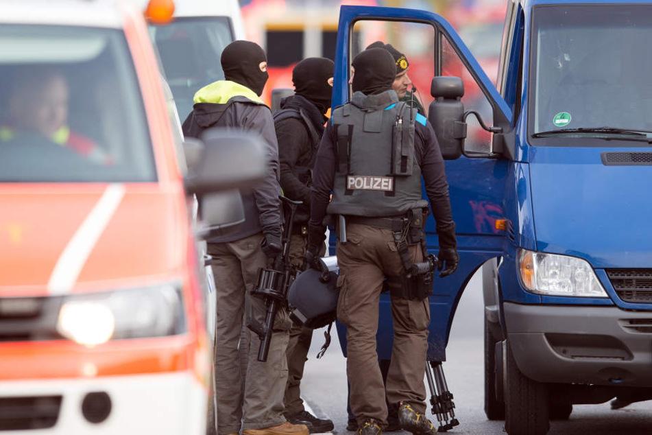 Die Auseinandersetzung sorgte für einen Großeinsatz der Polizei. (Symbolbild)