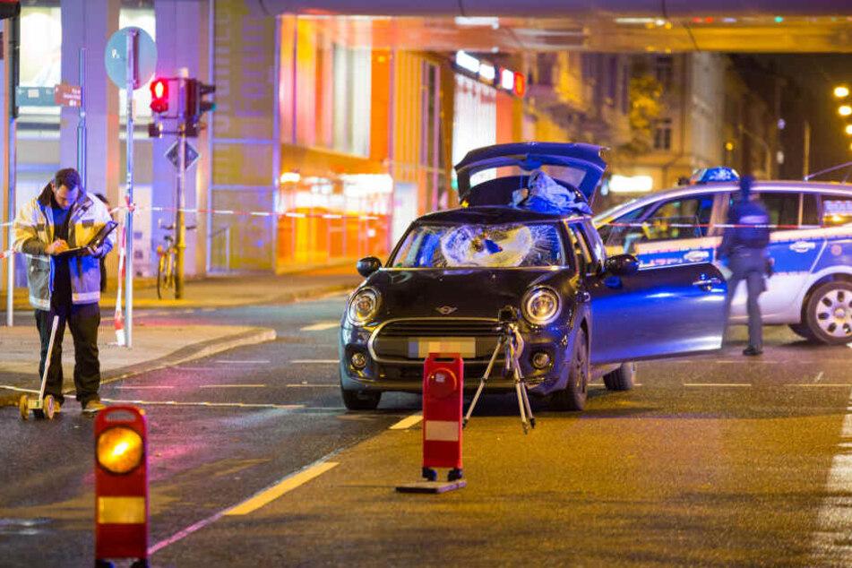 Der Mini-Cooper war nach dem schweren Unfall nicht mehr fahrtauglich.