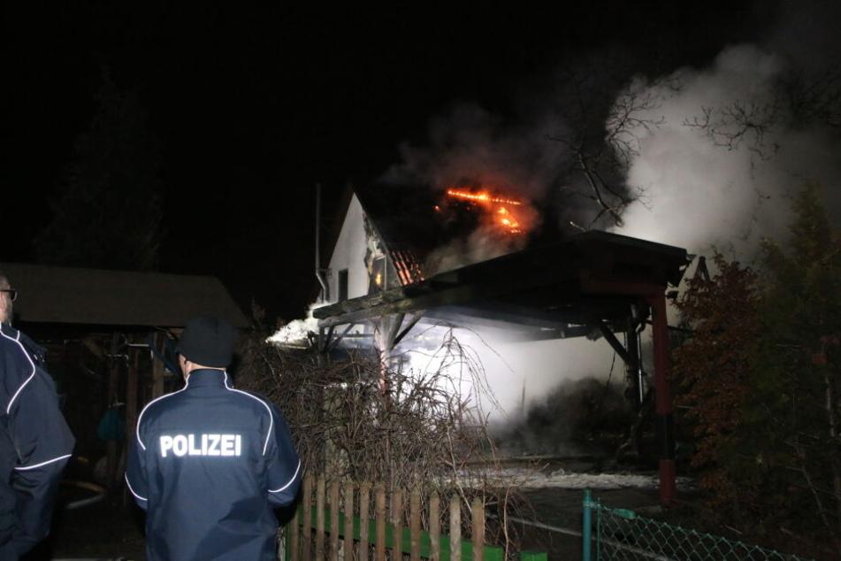 Auch das angrenzende Wohnhaus wurde von den Flammen ergriffen.