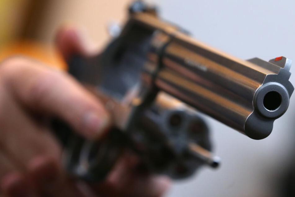 Zwei Männer streiten in Wettbüro, dann fallen Schüsse