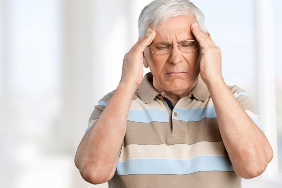 Der 60-Jährige musste in ein Krankenhaus eingeliefert werden, nachdem er einen schwachen Schlaganfall erlitten hatte. (Symbolbild)