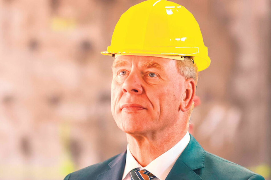 Finanzminister Georg Unland trägt dienstlich häufig Bauhelm, denn zu den  Aufgaben seines Ministeriums gehört es, die Baustellen des Freistaates mit zu  überwachen. Dank der guten Haushaltslage kann Sachsen in seine Zukunft und  Großprojekte investier