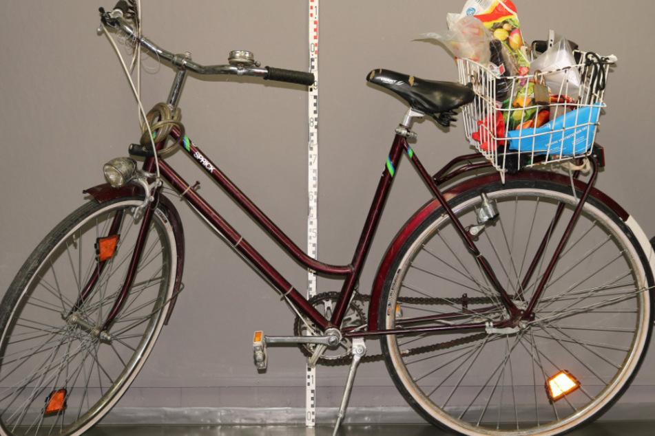 Dieses Fahrrad lag neben dem Verletzten.