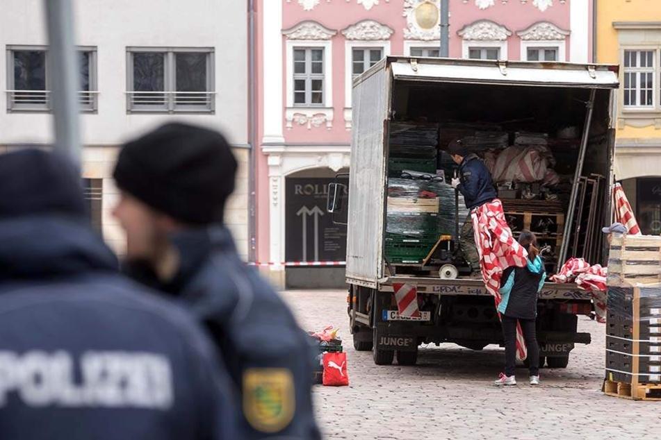 Die Händler des Wochenmarktes mussten wegen der Bedrohungslage ihre Sachen packen.