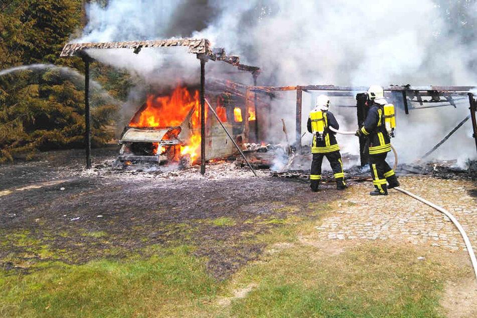 Der durch den Brand entstandene Sachschaden wird auf etwa 40.000 Euro geschätzt.