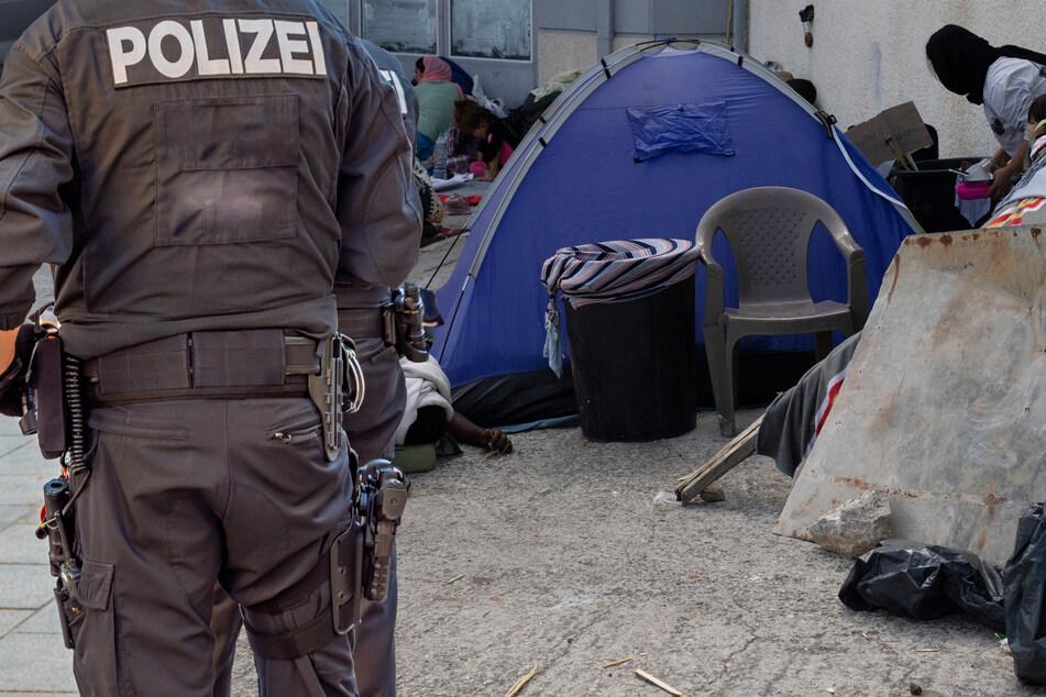 Bei Mahnwache für Moria-Flüchtlinge: Mann (34) zeigt Hitlergruß, Polizei schreitet ein