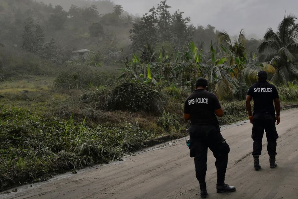 Vulkanausbruch legt Insel lahm: Zehntausende Menschen ohne Wasser und Strom