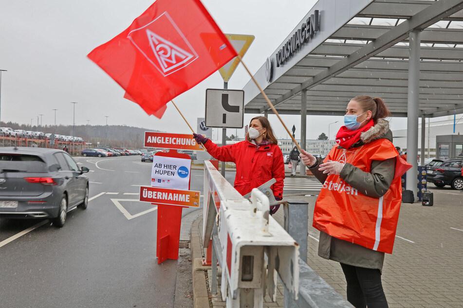 Warnstreiks der IG Metall bei Volkswagen in Zwickau