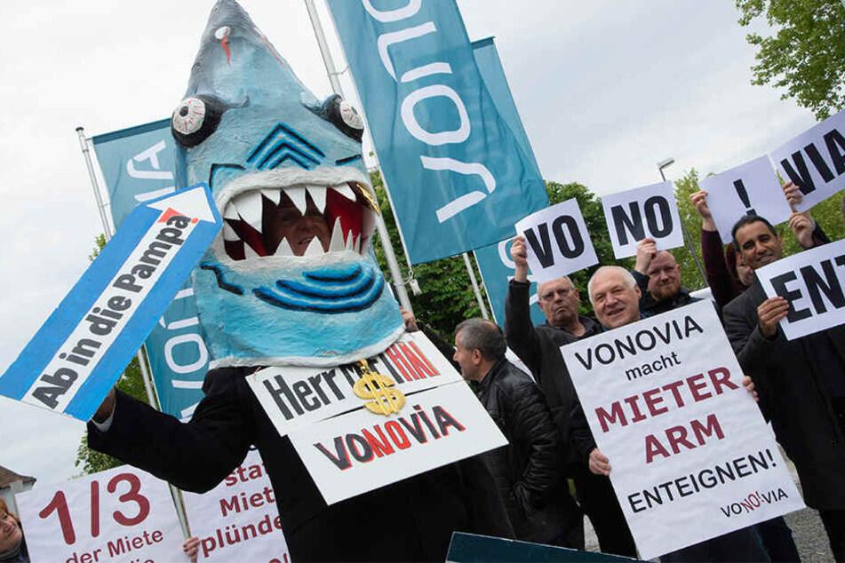 Eine Gruppe von Demonstranten protestierte Donnerstag in Bochum gegen das Geschäftsgebaren der Vonovia.