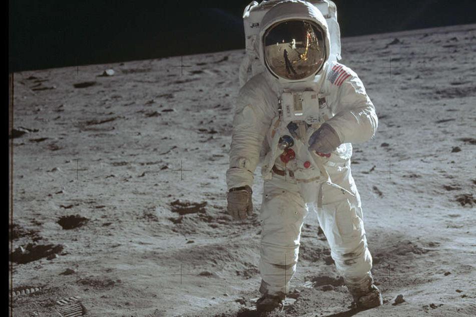 Neil Armstrong betrat 1969 als Kommandant der Apollo 11 Mission als erster Mensch den Mond.