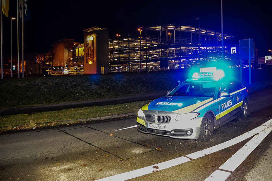 Die Polizei Bielefeld hat sämtliche Zufahrten gesperrt.