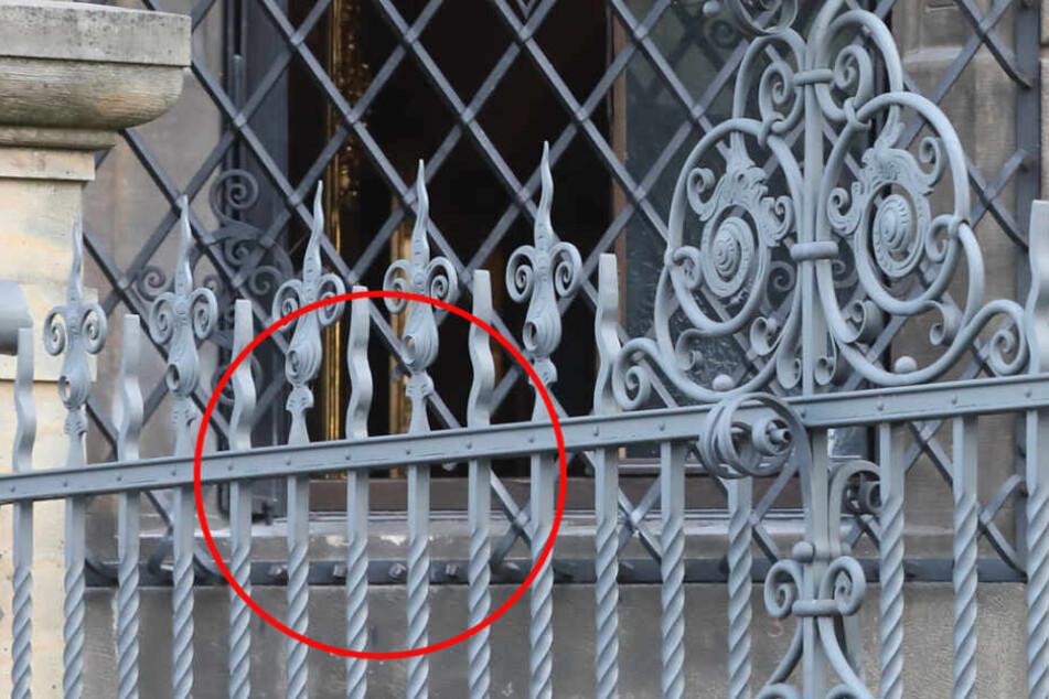 Hier sieht man, wo vier Streben des Gitters entfernt wurden.
