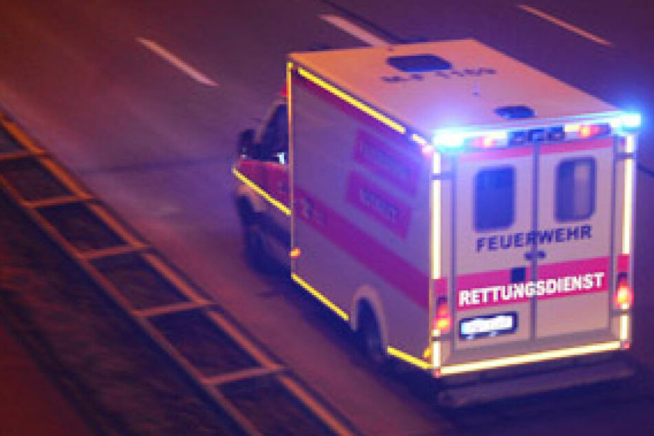 Trotz des Mehrfachüberschlags blieb der Mann glücklicherweise unverletzt.- es entstand ein schaden von 30.000 Euro. (Symbolbild)