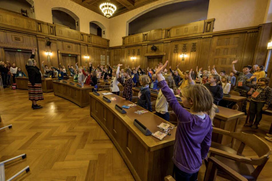 80 Kinder trafen sich im Rathaus zur 13. Grundschulkonferenz.