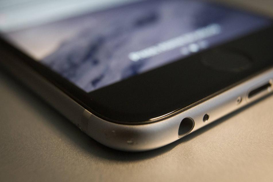 Bei dem neuen iPhone soll es in Zukunft keine Ohrhörer-Buchse mehr geben.