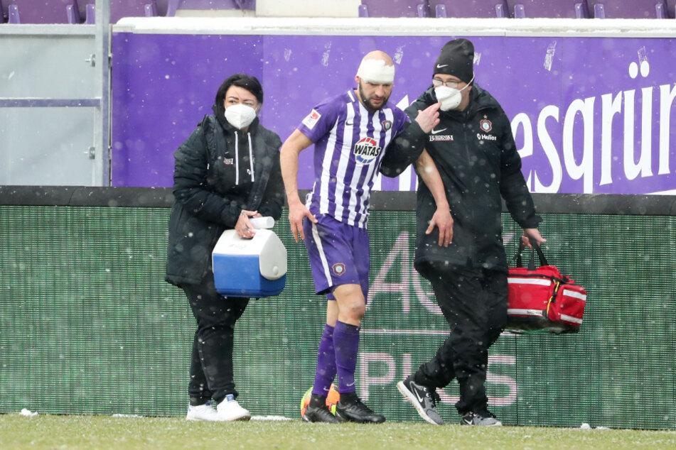 Aue-Kämpfer Philipp Riese (M.) musste verletzt ausgewechselt werden.