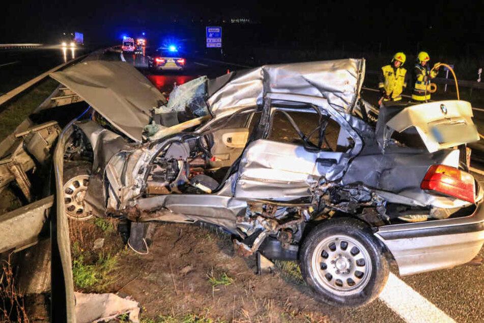 Der BMW wurde durch den Aufprall völlig zerstört.